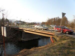 Most cez Nitru v Nedožeroch-Brezanoch premávke nestačí