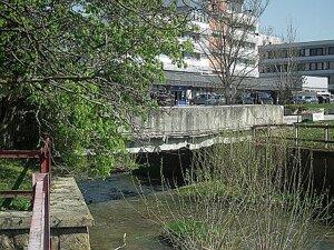 Nebezpečný most