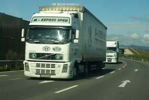 Zákaz vjazdu nákladných aut nad 7,5t na Seredskú ulicu v odoch smeroch