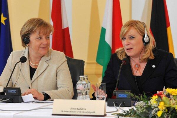 German Chancellor Angela Merkel (left) and Slovak Prime Minister Iveta Radičová.