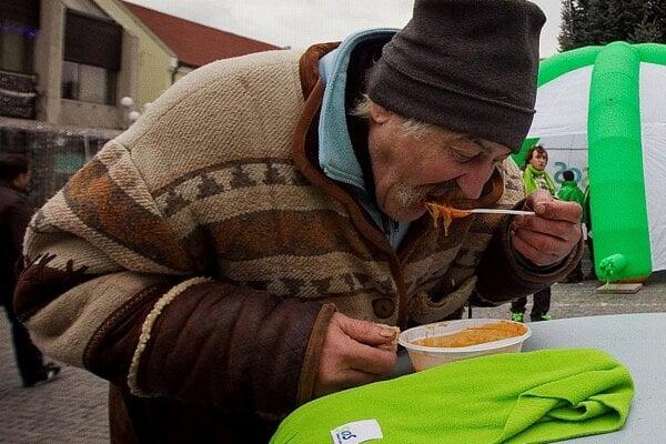 Politicians offer dinner.
