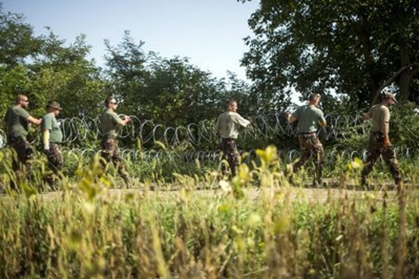 Hungarian soldiers are protecting the border with Croatia