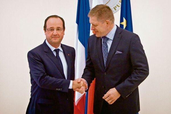 Francois Hollande (l) and Robert Fico