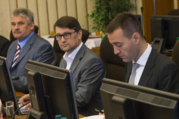 June 8 cabinet session; L-R Labour Minister Ján Richter, Culture Minister Marek Maďarič, Health Minister Tomáš Drucker.