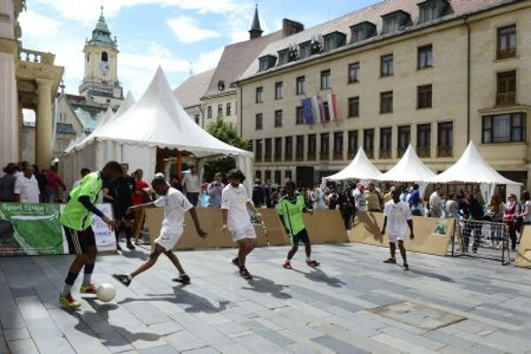 On World Refugee Day football was played in downtown Bratislava
