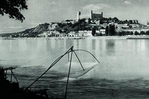K. Plicka: Danube udner the Bratislava Castle, 1940s.
