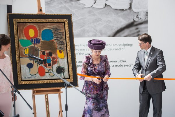 Princess Beatrix of the Netherlands opens the exhibition at the Danubiana Meulensteen Art Museum.
