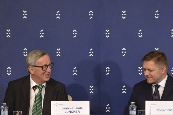 L-R: EC President Jean-Claude Juncker meets with Slovak PM Robert Fico.