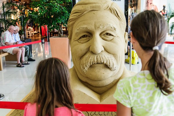 Festival of Sand in the shopping center Gallery Mlyny (Sculpture of Július Satinský, Slovak actor, comedian, playwright, writer and author of books for children)