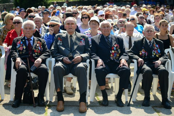 SNP veterans attended the ceremony marking its 72nd anniversary.