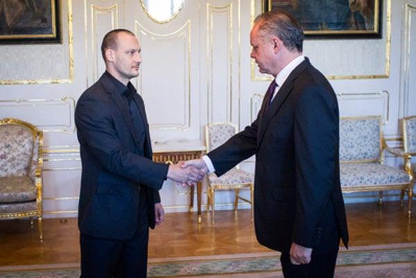 L-R: Marek Gajdoš shakes hands with President Kiska.
