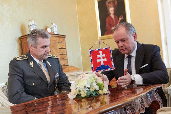 Police Corps President Tibor Gašpar (l) and President Andrej Kiska (r)