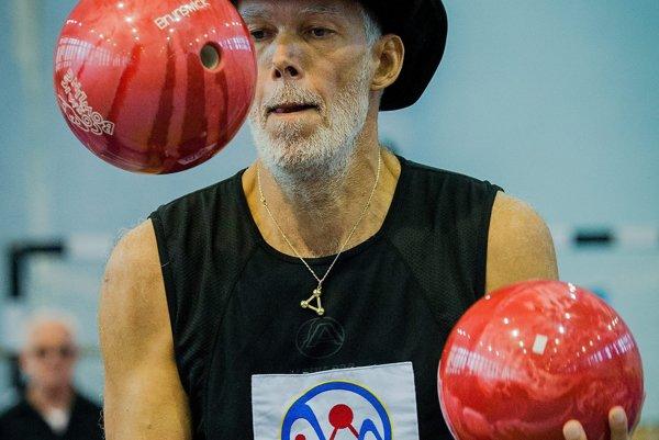 Milan Roskopf juggling