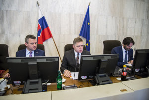 L-R: Deputy Prime Minister for Investments and Informatisation Peter Pellegrini, Prime Minister Robert Fico and Interior Minister Robert Kaliňák at January 18 cabinet session.