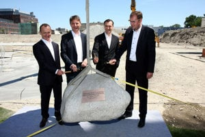 Ján Oravkin (Penta Investments), Ivo Nesrovnal (Bratislava Mayor), Patrik Schumacher (partner Zaha Hadid Architects) and Radovan Števčík (Old Town Mayor) while tapping the foundation stone.