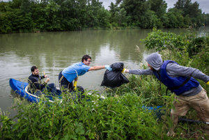 Volunteers on Little Danube