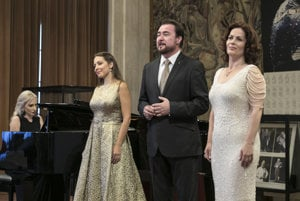 L-R: Slovak opera singers Adriana Kučerová, Jaroslav Dvorský and Jolana Fogašová perform at the unveiling of the bust of Lucia Popp in Vienna State Opera, June 12.