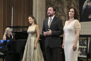 L-R: Slovak opera singers Adriana Kučerová, Jaroslav Dvorský and Jolana Fogašová perform at the unveiling of the bust of Lucia Popp in Vienna State Opera, June 12.