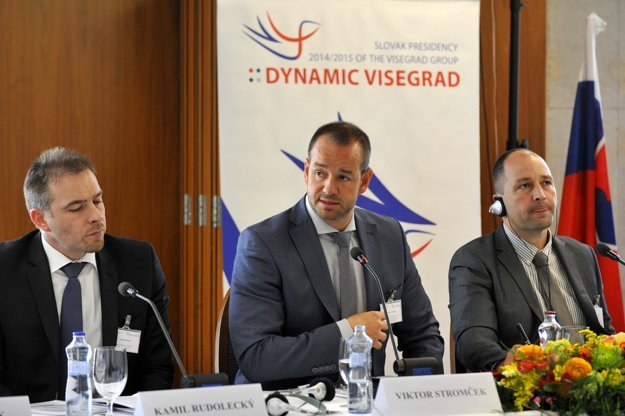 Deputy Hungarian state secretary for National Economy Ministry Flórián Szalóki, Slovak state secretary Viktor Stromček and state secretary of Czech Transport Ministry Kamil Rudolecký during the conference.