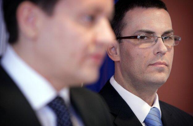 Maroš Žilinka (R) with independent opposition MP Daniel Lipšic (NOVA party).