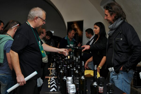 This year the most popular wine tasting events have been cancelled due to the COVID-19 pandemic.