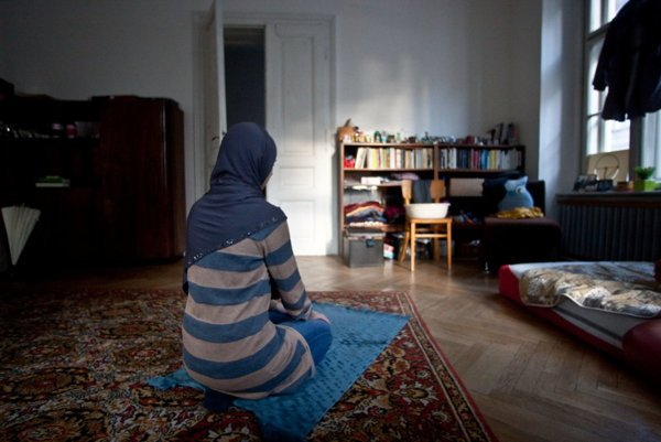 Muslims in Slovakia have a hard time seeing their children during Christmas, illustrative stock photo.