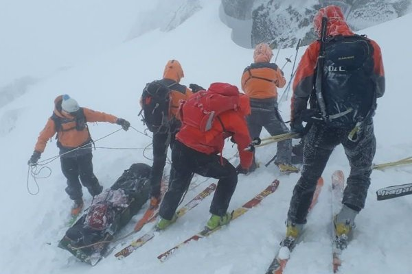 Transporting of bodies of Czech ski Alpinists.