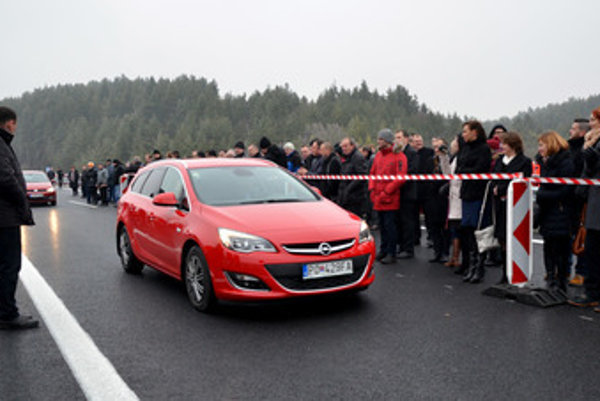 First drivers to open the new highway section were drawn in a lottery.