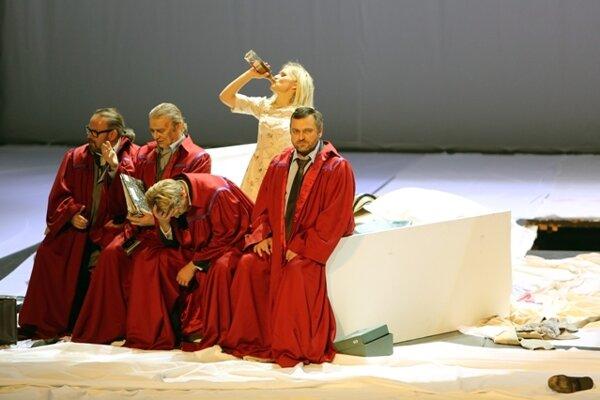 Ľudovít Ludha (as Albert Gregor), Jozef Kundlák (Vítek), Pavol Remenár (Jaroslav Prus), Linda Ballová (Emilia Marty) Gustáv Beláček (Dr. Kolenatý)