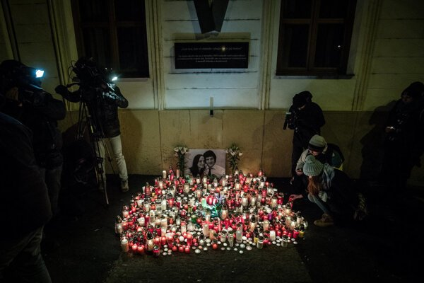 People came out to the SNP Square in Bratislava in the freezing evening of February 26 to light candles in the memory of investigative reporter Ján Kuciak and his partner Martina Kušnírová, who were murdered.
