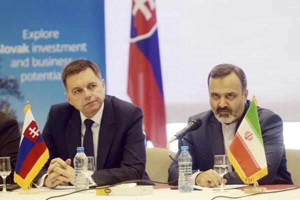 Slovak Finance Minister Peter Kažimír (l) and Khorasan province Governor Razavi Alireza Rashidian (r)