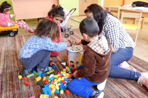 Integration/inclusion of Roma children is crucial, illustrative stock photo.