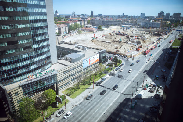 The view on Mlynské Nivy road next to the building site of the brand new bus station.