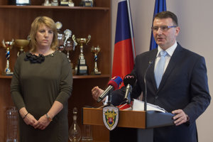 L-R New head of the Tax Administration Lenka Wittenbergerová with the outgoing one, František Imrecze.