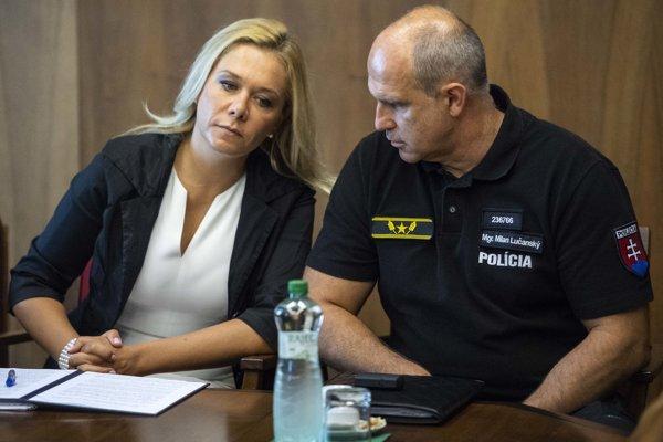 Interior Minister Denisa Saková (l) and acting Police Corps President Milan Lučanský (r)