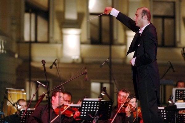Rastislav Štúr conducts...
