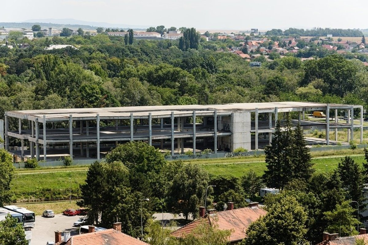 Derelict skeleton of unfinished shopping centre in Nitra will be completed a49889a8a2c