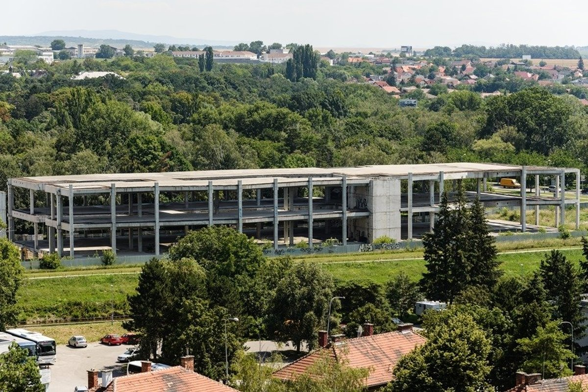 12cea9ae75e Derelict skeleton of unfinished shopping centre in Nitra will be completed  - spectator.sme.sk