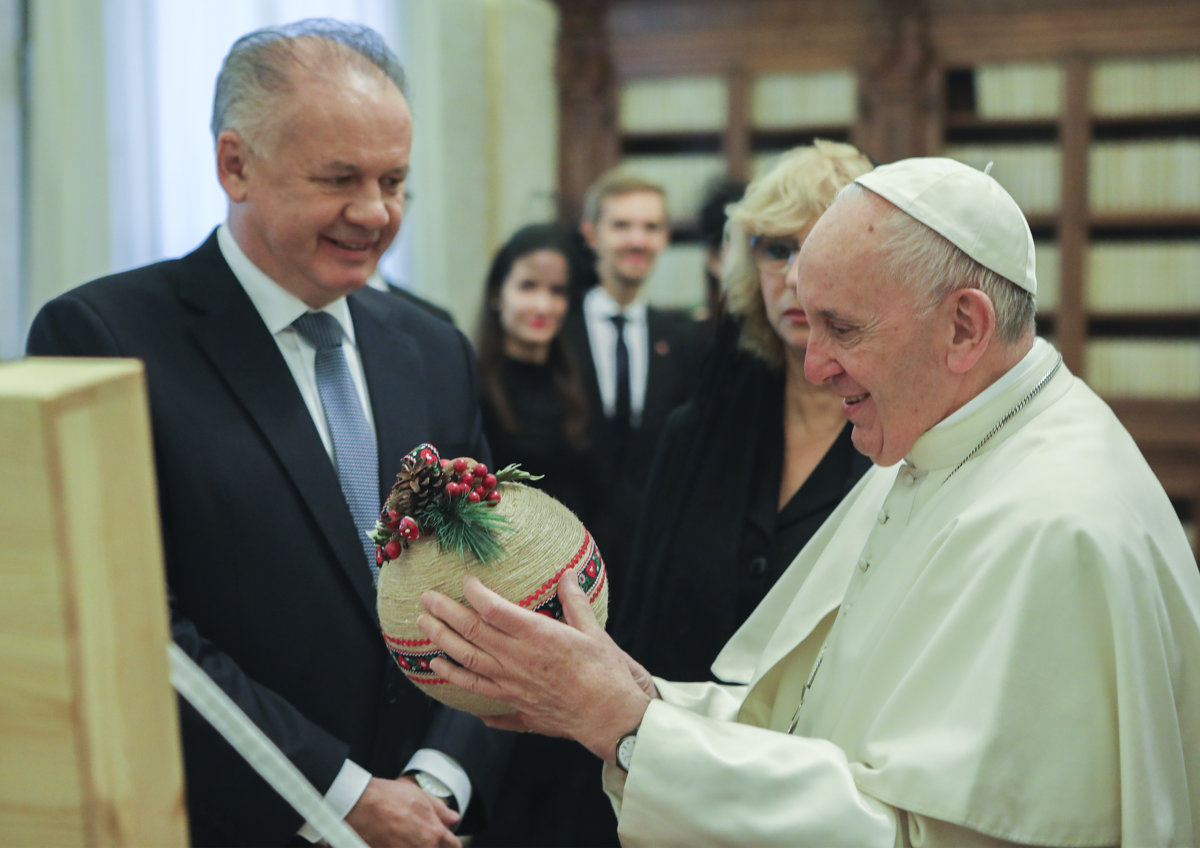 1abf06fe60 Pope Francis sends gift to former archbishop Bezák - spectator.sme.sk
