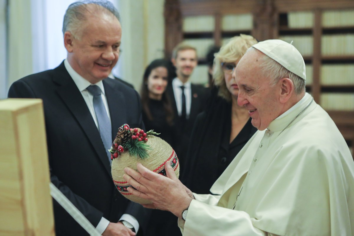 Pope Francis sends gift to former archbishop Bezák - spectator.sme.sk 83fc6f6cf29