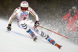 German skier Viktoria Rebensburg led the race after the first round.