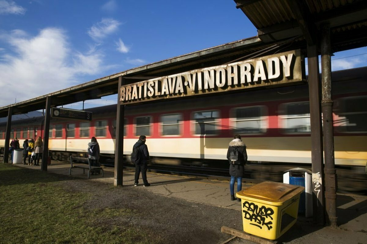 A train killed a man in Bratislava and trains are late - spectator ... 5495404f640