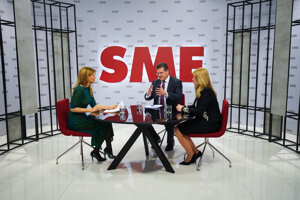 Zuzana Čaputová and Maroš Šefčovič during a debate for the Sme daily.