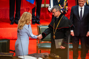 Zuzana Čaputová has sworn her presidential oatch into the hands of Constitutional Court President Ivan Fiačan.