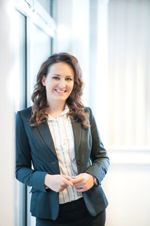 Erika Urdovičová, Associate