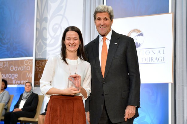US Secretary of State John Kerry presents the 2016 International Women of Courage Award to Zuzana Števulová of Slovakia, Director of the Human Rights League, at the U.S. Department of State in Washington, D.C., on March 29, 2016.