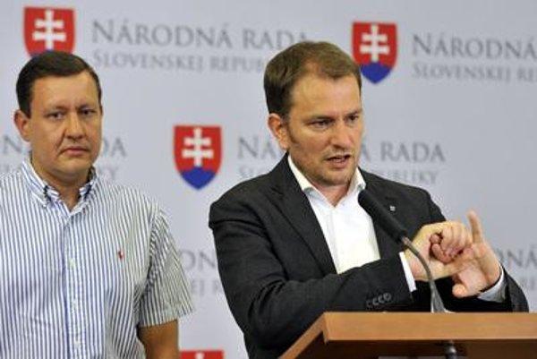 Matovič (R) and Lipšic at a press conference