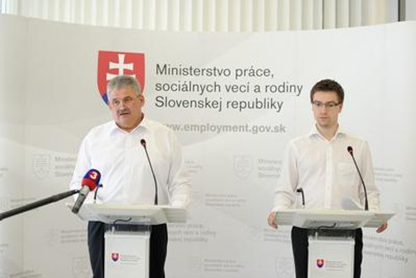 Minister Richter (L) and Valentovič