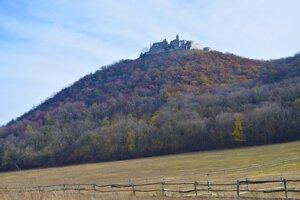 Jelenia hora, with Plavecký Hrad castle
