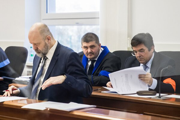 Pavol Rusko (left) and Marian Kočner (right) attend a trial on February 12, 2020.